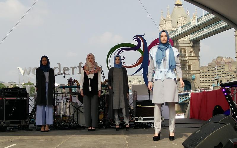 https: img.okezone.com content 2016 05 29 194 1400344 indonesian-weekend-london-cantiknya-model-bule-berbusana-muslim-Q2gWkdQS94.jpg