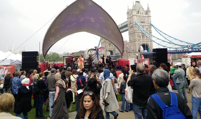 https: img.okezone.com content 2016 05 29 406 1400683 wow-indonesian-weekend-london-lampaui-target-30-ribu-lebih-pengunjung-IHJdOchpad.jpg