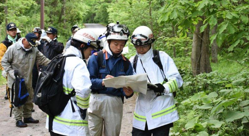 Tim pencari bocah 7 tahun yang hilang di hutan Hokkaido. (Foto: AP)