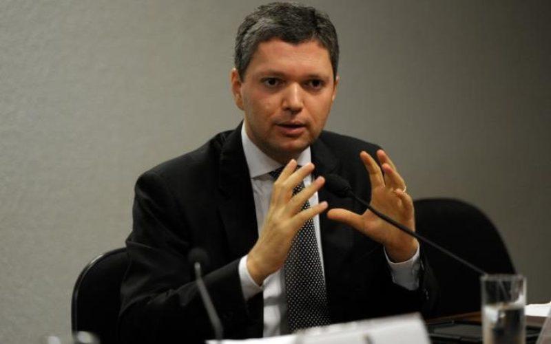Menteri Transparansi Brasil Fabiano Silveira mengubndurkan diri setelah rekaman percakapan dirinya tersebar. (Foto: EPA)