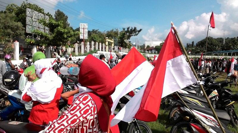 Massa berdemonstrasi menolak KNPB. (Foto: Edy Siswanto/Okezone)