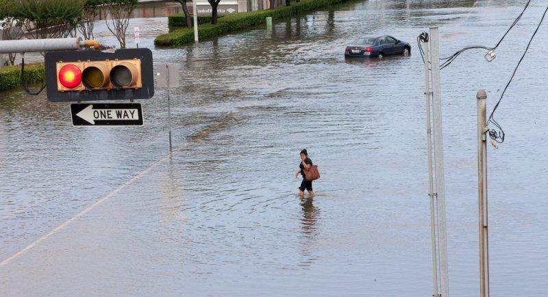 https: img.okezone.com content 2016 06 04 18 1406554 banjir-di-texas-tewaskan-sedikitnya-16-orang-cBocKO5ftL.jpg