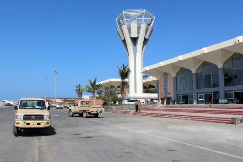 https://img.okezone.com/content/2016/06/06/18/1407851/kelompok-bersenjata-serang-bandara-internasional-yaman-satu-orang-tewas-i0vBzhm6I1.jpg