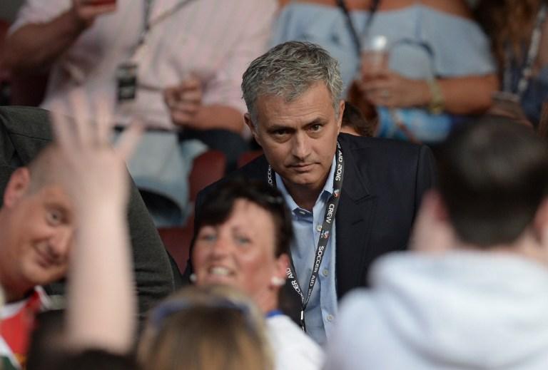 https: img.okezone.com content 2016 06 06 45 1407923 mourinho-segera-jual-13-pemain-man-united-MAZZzT54XV.jpg