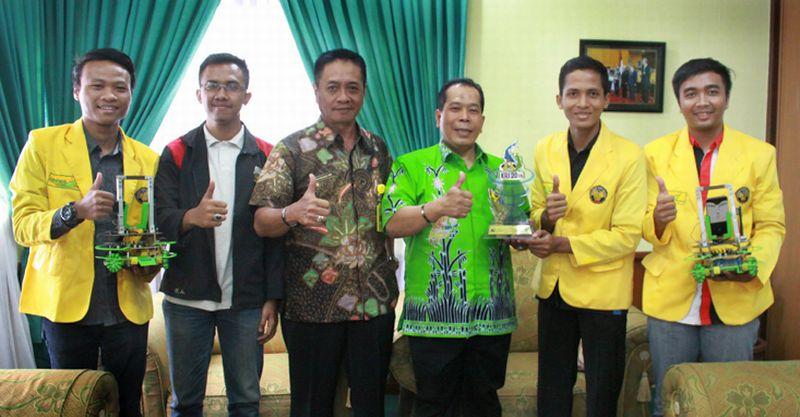 https: img.okezone.com content 2016 06 09 65 1410392 unnes-jadi-juara-kontes-robot-indonesia-3CQzmvX6rT.jpg