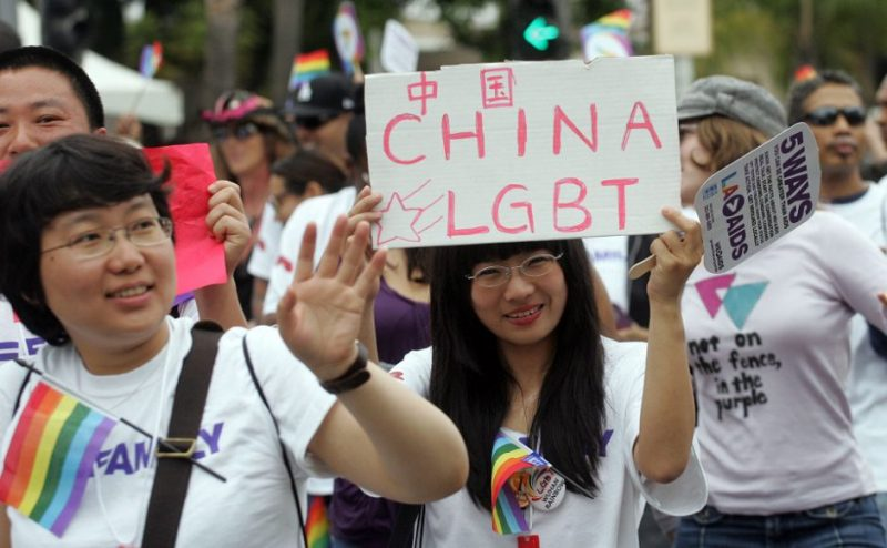 https: img.okezone.com content 2016 06 16 18 1417125 lgbt-china-angkat-bicara-soal-penembakan-kelab-gay-as-VzJ5xl6YVS.jpg