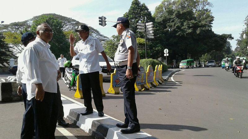 Wakil Wali Kota Bogor Usmar Hariman saat Meninjau Lokasi (Foto: Putra/Okezone)