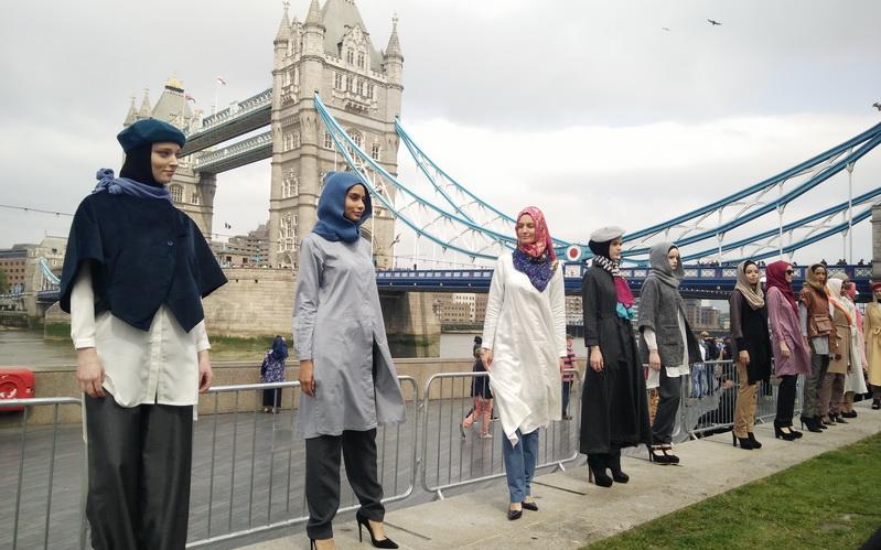 https: img.okezone.com content 2016 06 27 194 1426234 bekerja-karena-ibadah-bisnis-hijab-elidawati-melambung-tinggi-TibXK6mjEL.jpg