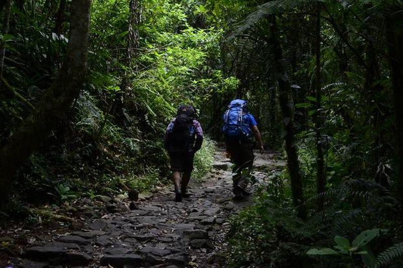 https: img.okezone.com content 2016 06 27 406 1426040 gunung-papandayan-pastikan-tiket-mendaki-naik-FlVg9XyYiM.jpg