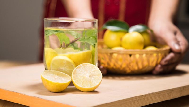 https: img.okezone.com content 2016 06 28 481 1427004 air-lemon-hangat-pencegah-4-masalah-kesehatan-aAXFMFwZvv.jpg