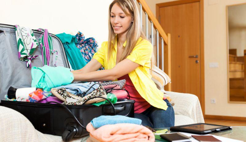 memberikan tips pakaian apa yang bisa kamu simpan dan kamu tinggalkan, yuk disimak.