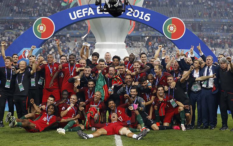 https: img.okezone.com content 2016 07 11 3 1435140 setelah-35-pertandingan-timnas-portugal-raih-gelar-juara-piala-eropa-pertama-Q5Azi6X9mE.jpg