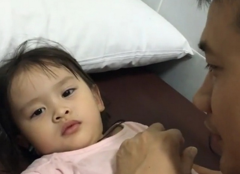 FOTO: Anak Zaskia Mecca Enggak Nangis saat Disuntik ...