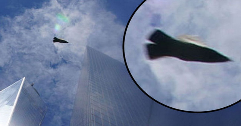 Pesawat Berwujud Aneh Terbang di WTC Ground Zero