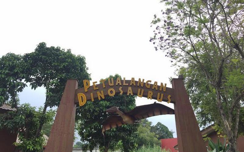 Wahana Dinosaurus Taman Mini Indonesia Indah Jadi Favorit Wisatawan