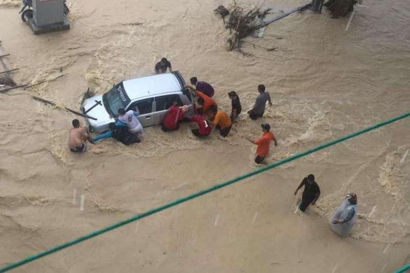 https: img.okezone.com content 2016 07 19 18 1441425 banjir-bandang-malaysia-bandara-penang-dan-tempat-wisata-terendam-k1AiwYziuU.jpg