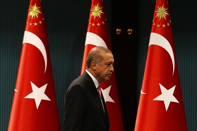 Presiden Turki Recep Tayyip Erdogan mengumumkan tiga bulan keadaan darurat menyusul usaha kudeta terhadap dirinya yang gagal pekan lalu. (Foto: Reuters)