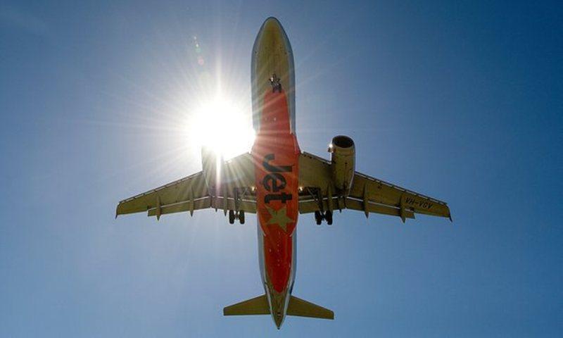 https: img.okezone.com content 2016 07 21 18 1443067 gaduh-enam-penumpang-pesawat-jetstar-diturunkan-di-bali-kgQA1Z3A34.jpg