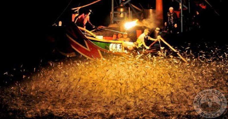 https: img.okezone.com content 2016 07 21 406 1443265 tradisi-memancing-dengan-api-di-taiwan-jadi-perhatian-wisatawan-zItjKJxgsG.jpg