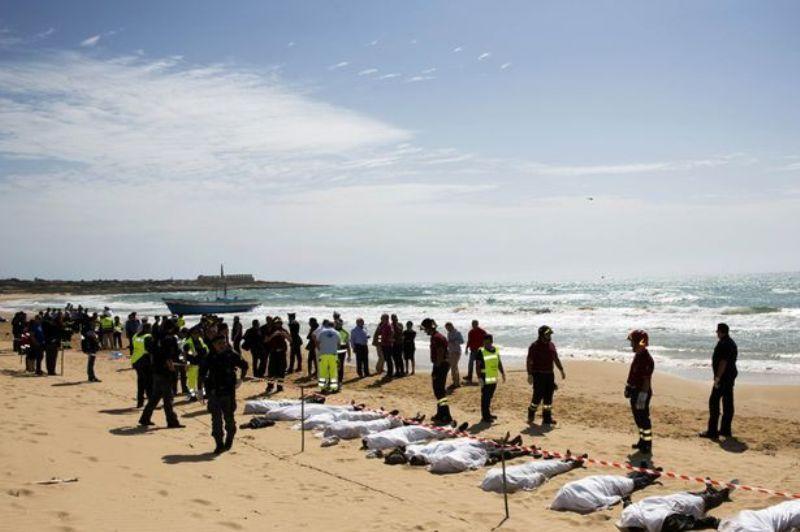 https: img.okezone.com content 2016 07 22 18 1444528 22-imigran-ditemukan-tewas-secara-misterius-di-mediterania-fTgHfGXiAG.jpg