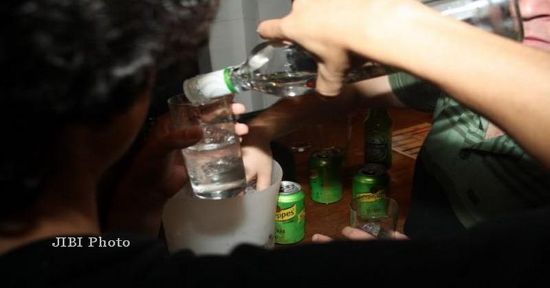 https: img.okezone.com content 2016 07 22 481 1444453 alkohol-bisa-picu-tujuh-jenis-kanker-AGlkJKrRIw.jpg