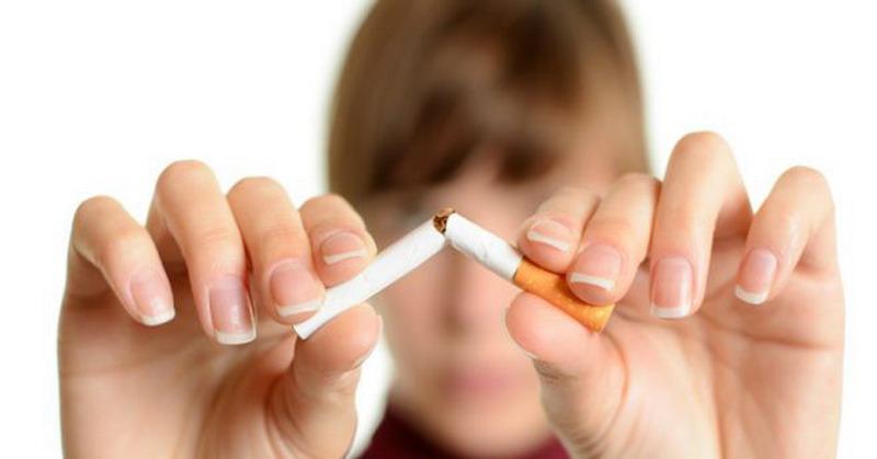 https: img.okezone.com content 2016 07 24 481 1445524 perempuan-perokok-lebih-berisiko-alami-perdarahan-otak-8uD8SuMFDq.jpg