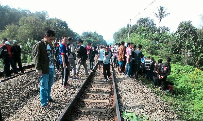 Lokasi mayat yang tidak dikenal di samping rel kereta api Padalarang