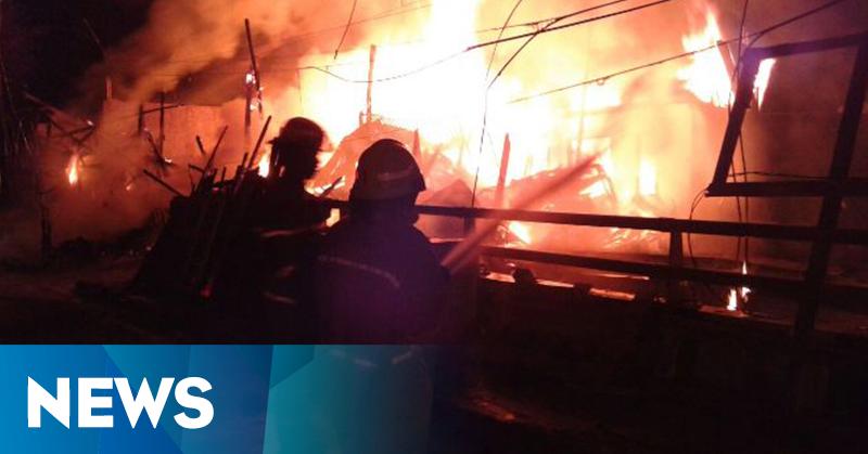 Kebakaran Melanda Toko Kayu Bekas di Bandung