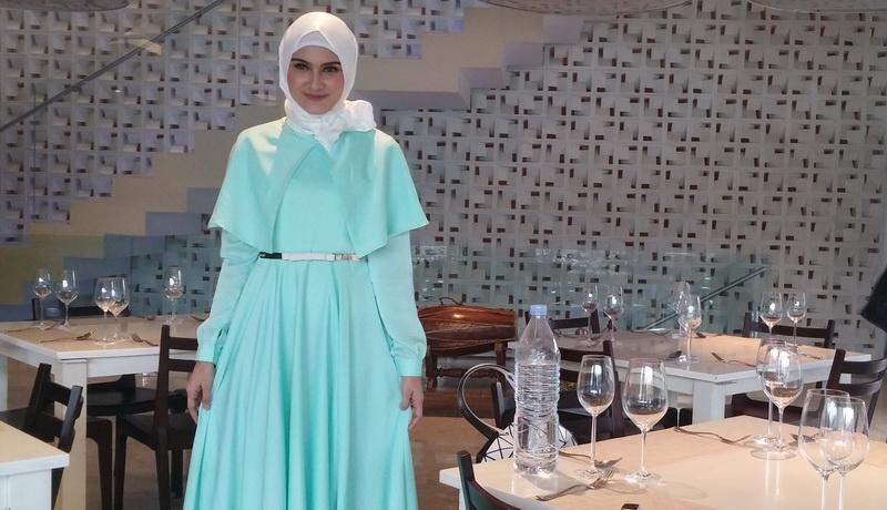 https: img.okezone.com content 2016 07 25 33 1445767 tertarik-bisnis-fesyen-zee-zee-shahab-siap-turun-ke-pasar-U7tOpP2UjI.jpg