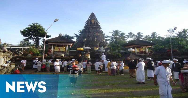 Pemkab Gianyar Bali Gelar Ritual di Pura Semeru Agung Lumajang