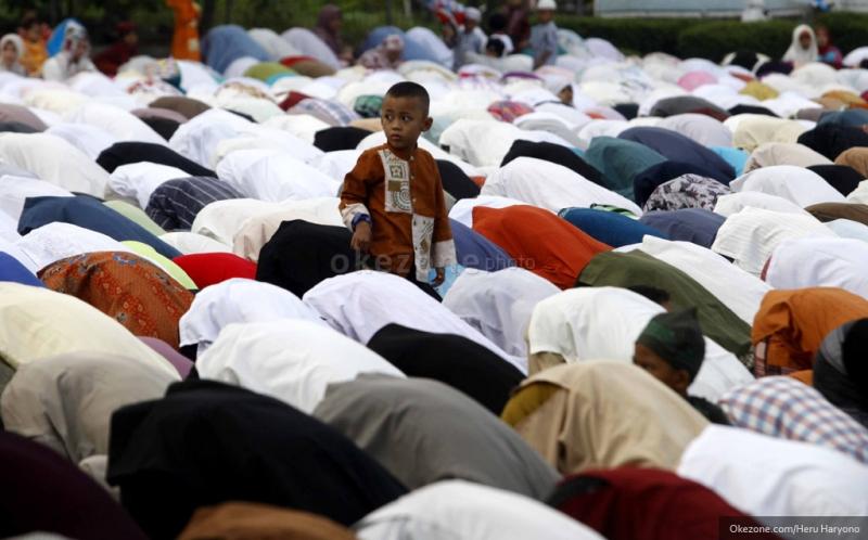 https: img.okezone.com content 2016 07 26 340 1446914 jamaah-masjid-meninggal-saat-sujud-hebohkan-warga-aceh-3RN2KyroVH.jpg