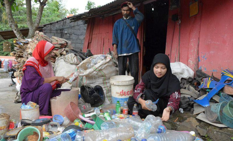 Wali Kota Semarang Antar Putri Pemulung Raih Cumlaude dari Unnes