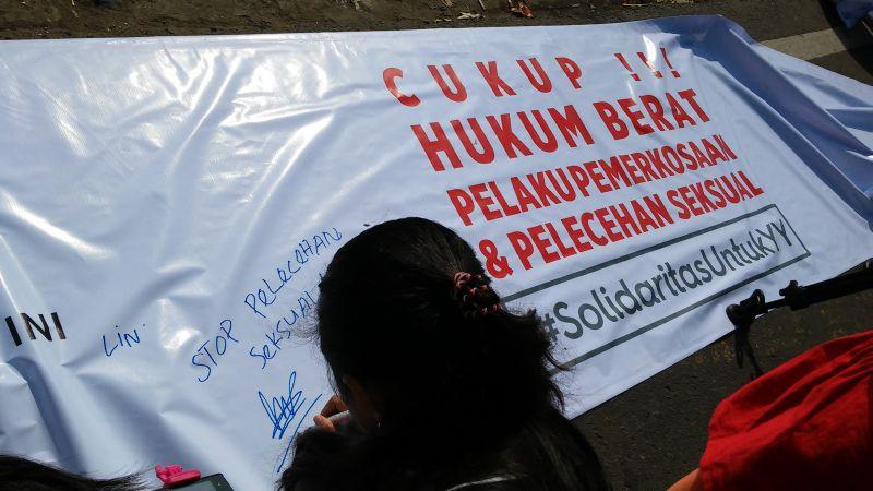 Aksi solidaritas untuk Yuyun (Foto: Antara)