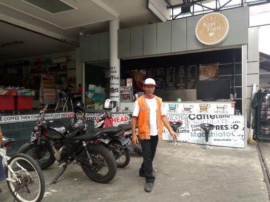 Bardi, Tukang Parkir yang Bisa Pergi Haji (Foto: Markus Yuwono)