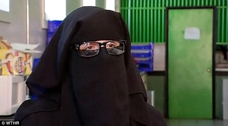 https: img.okezone.com content 2016 08 04 18 1454640 kenakan-niqab-perempuan-muslim-diusir-keluar-toko-wKyHH0DmO7.jpg