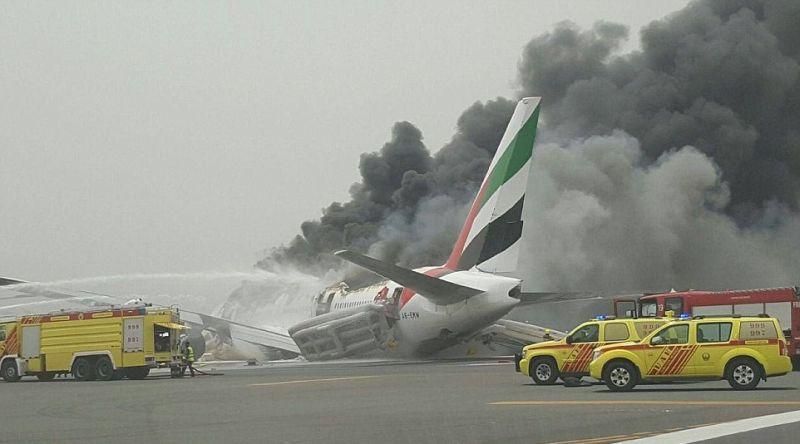 https: img.okezone.com content 2016 08 04 406 1455163 inilah-video-suasana-kepanikan-penumpang-emirates-sebelum-meledak-XSghpt68Pz.jpg