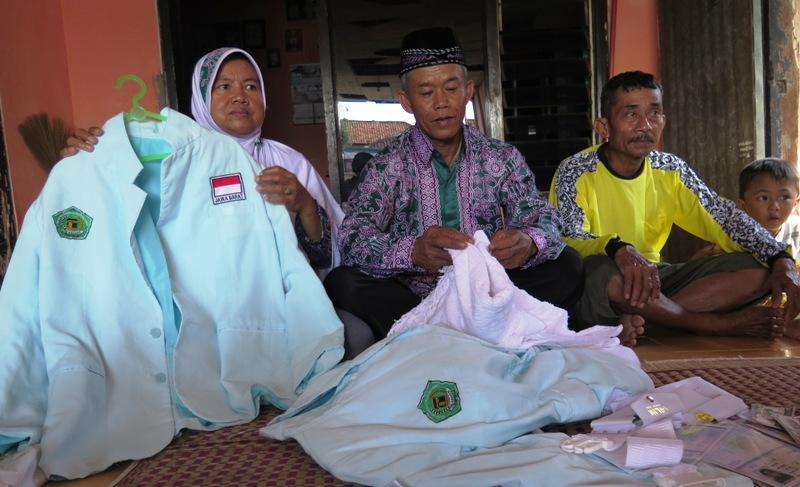 Jamaah haji asal Indramayu pasrah batal berhaji tahun ini (Foto: Dwi Ayu/Okezone)