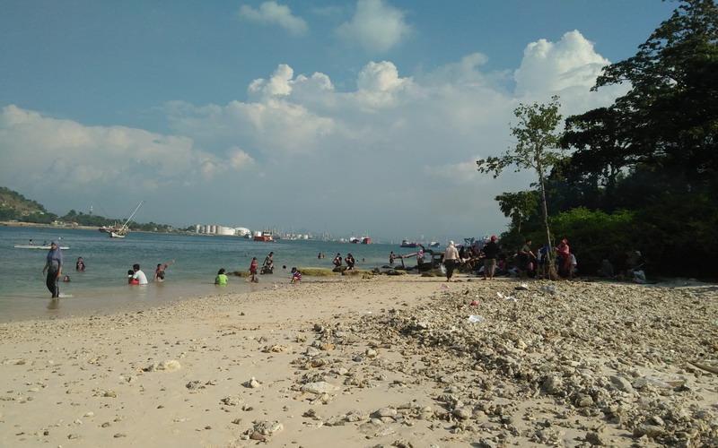 Hasil gambar untuk pantai merak besar