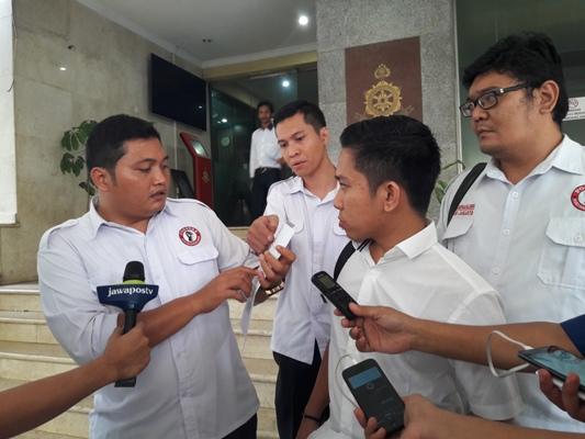 Pelaporan Pemilik Akun @Gendovara ke Bareskrim Mabes Polri (Foto: Dara Purnama)