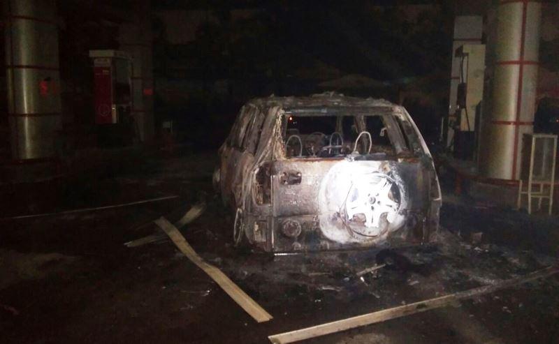 Mobil yang terbakar di SPBU daerah Bekasi (Foto: Djamhari/Okezone)
