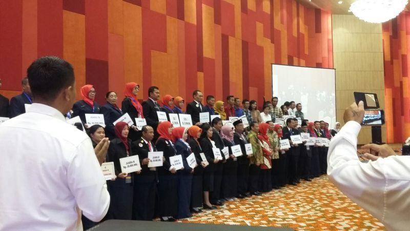Guru-guru yang memperoleh penghargaan dari Kemdikbud. (Foto: Afriani S/Okezone)