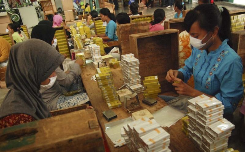Harga Rokok Bakal Jadi Rp50.000? : Okezone Economy