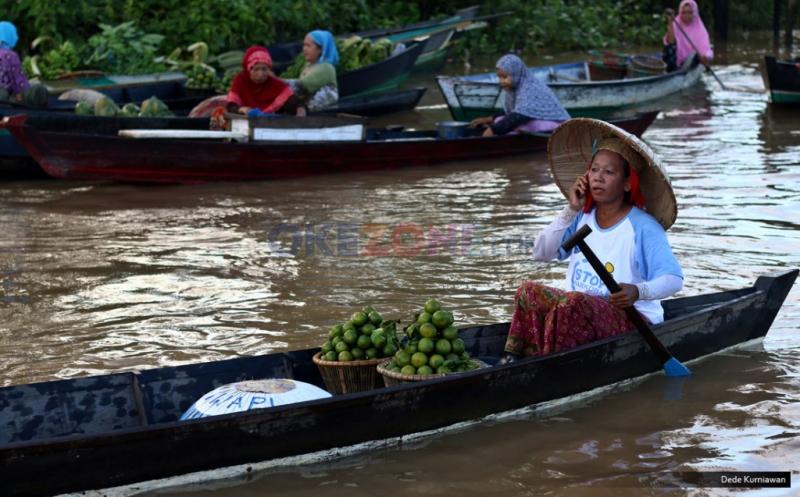 pasar terapung di Kalimantan (Foto: Dede Kurniawan/Okezone)