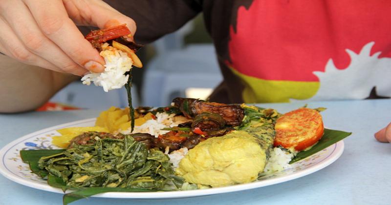 Alasan Mengapa Muslim Makan Harus dengan Tangan Kanan