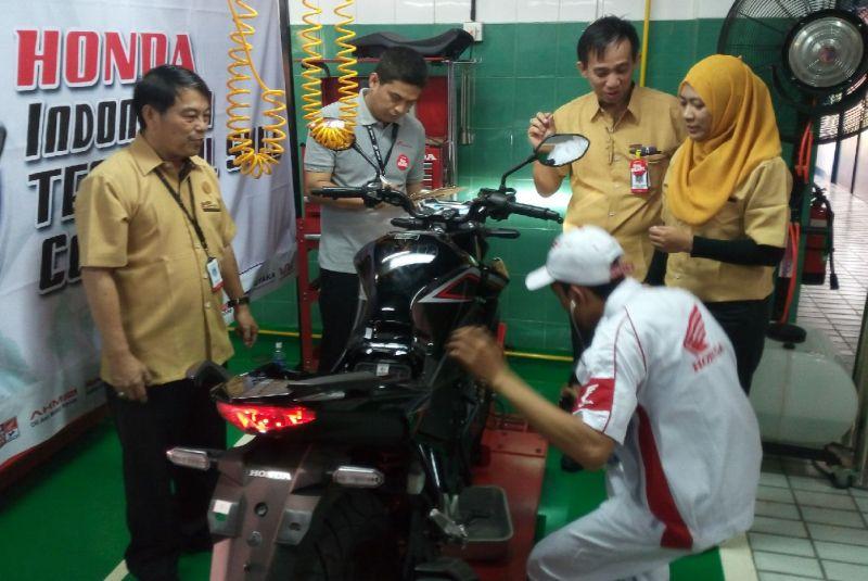 Puluhan Mekanik Motor Honda dari Seluruh Indonesia Adu Keterampilan