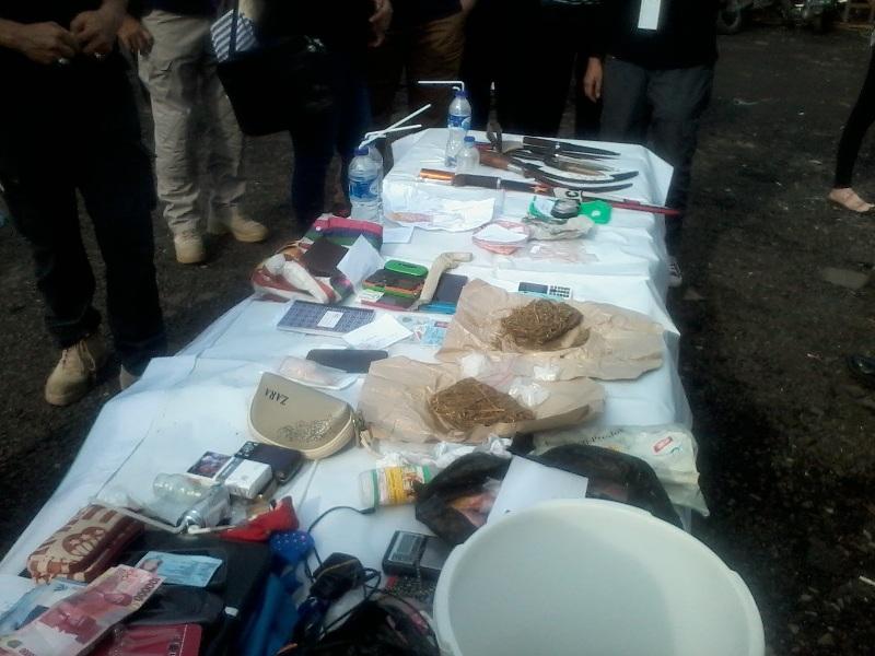 barang bukti yang diamankan petugas di sarang narkoba Kampung Bahari (Taufik Fajar/Okezone)