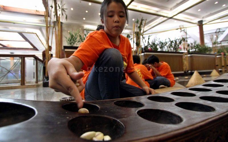 Ribuan Siswa Ikut Festival Permainan Tradisional