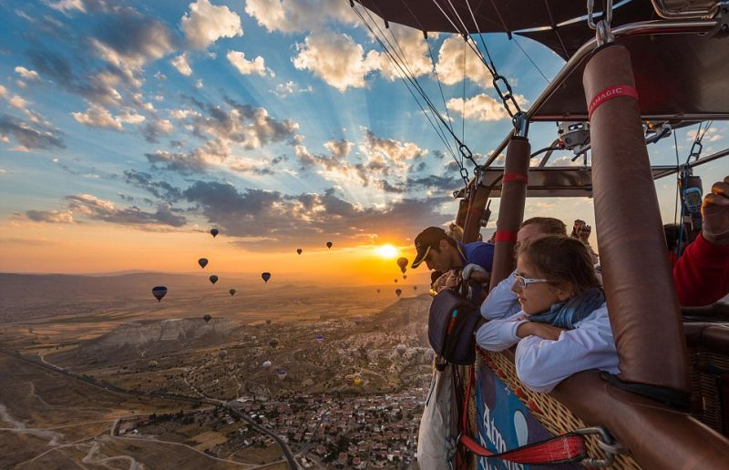 https: img.okezone.com content 2016 08 30 406 1476831 tempat-terbaik-untuk-wisata-balon-udara-ZdUhBVgVcR.jpg