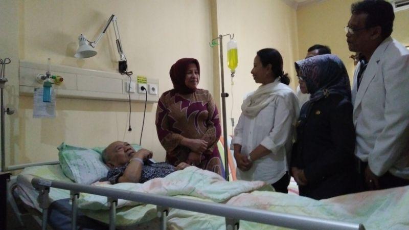 Kesehatan Menurun, Gus Solah Dilarikan ke RSUD Jombang