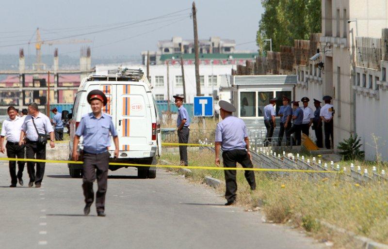 https: img.okezone.com content 2016 08 31 18 1478159 china-peringatkan-warganya-di-kyrgystan-usai-kedubes-dihantam-bom-BVuxSOvRWo.jpg